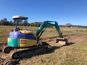 Komatsu pc40 with 3 buckets Mullumbimby Byron Area Preview