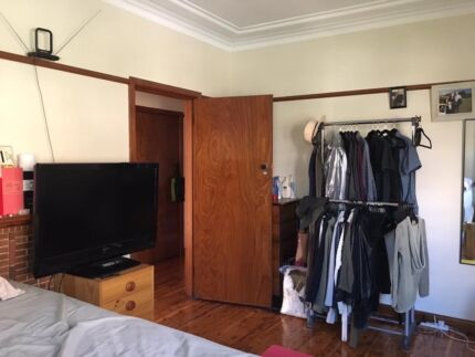 Massive room is near Chatswood station, bills included
