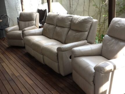 Leather lounge suite Windsor Hawkesbury Area Preview