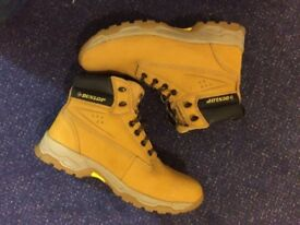"""Dunlop"" steel toe men working boots. UK size '9', EU size '43', USA size '10'."