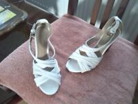 Lady´s sandals, 100% white leather size 5.5