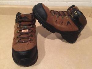 Women's Size 7W Workload Steel Toe Work Shoes