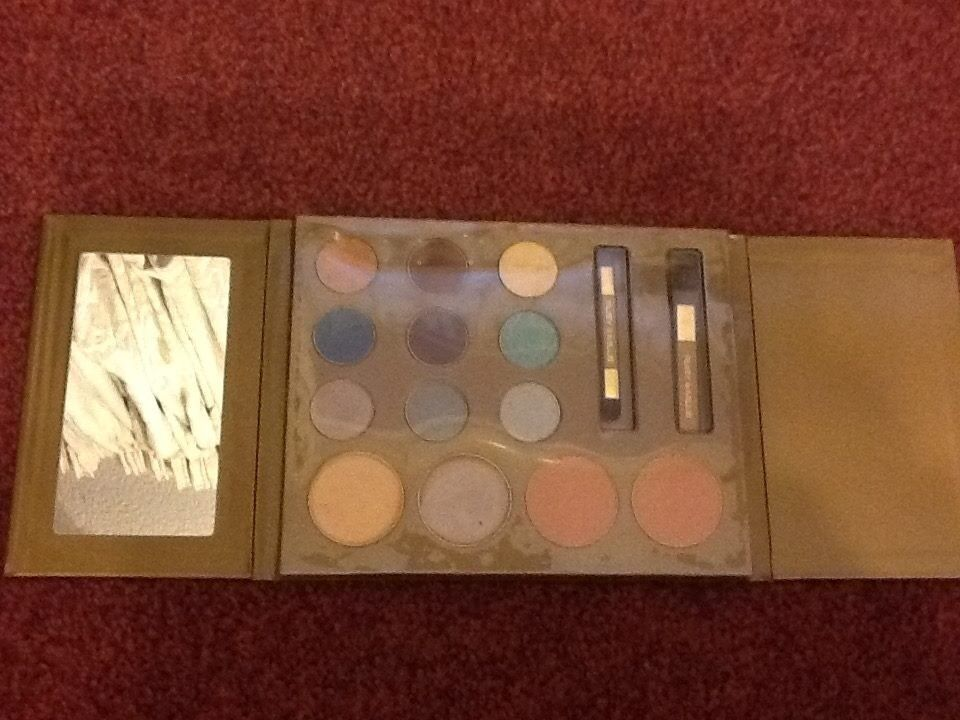 Ruby and Millie eye shadow set
