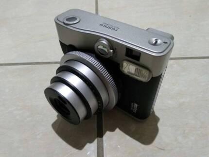 Instax MINI 90 Neo Classic + 5x 10pack fujifilm + 2x spare batter