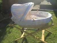 Mamas and Papas once upon a time moses basket & stand with 4 sheets