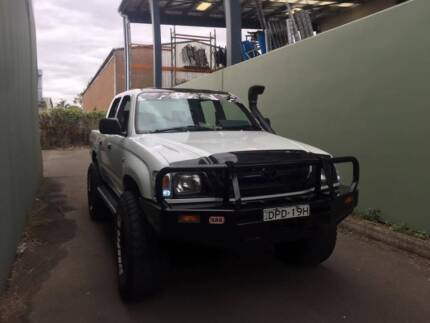 toyota hilux , 4x4 , manual , dual cab , immaculate, must see