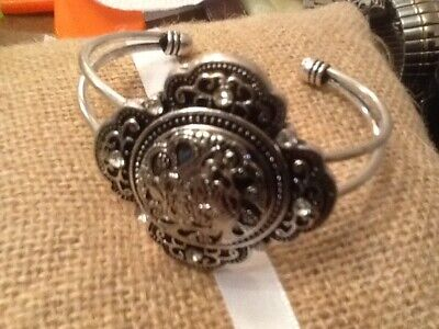 Pre-Owned Open Bangle Bracelet Large Center Disc With Rhinestones Silver Tone