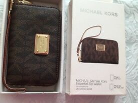 Brand new in box Michael Kors monogram zip wallet -£35