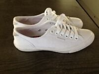 Superdry white pumps size 5