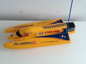 REMOTE CONTROL POWER BOAT.EXCELLENT CONDITION AS ONLY USED A COUPLE OF TIMES SINCE NEW.