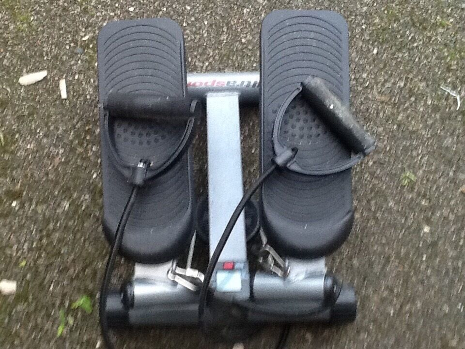 Exercise stepping machine