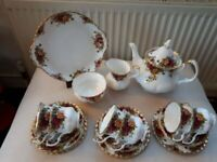 ROYAL ALBERT OLD COUNTRY ROSES TEA SET. 22 PIECES. 1ST QUALITY. GOOD COND.