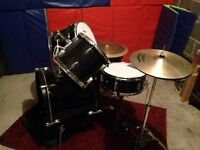 Black Gear4Music Drum Kit