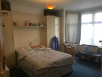 Large 2 bedroom Ground Floor flat beautiful area Richmond-Chiswick-Barnes