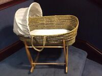 moses basket and stand by Clair de lune