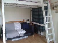 Double room to share with a girl W12