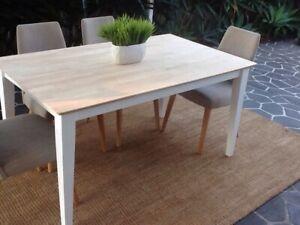 Cute coastal dining table