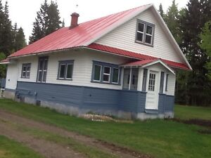 FARM HOUSE - SOUTH OF ECKVILLE -- AVAILABLE JUNE 9