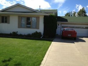 OPEN HOUSE SUNDAY 1-4! Beautiful house in desirable ERINDALE!