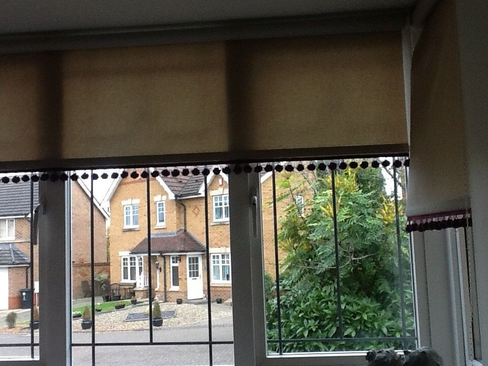 One large roller blind and 4 smaller ones beige ..purple bobbles