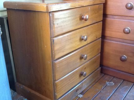 Small chest of drawers, bedside chest