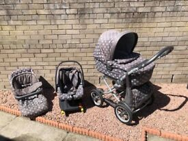 Pram and car seat bundle. Carrycot and pushchair along with matching car seat with isofix base.