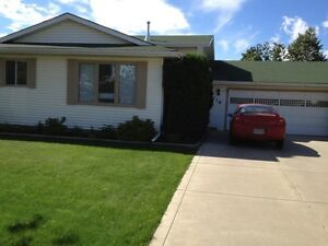 OPEN HOUSE SUNDAY! Beautiful house in Erindale!