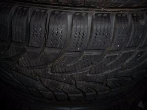 4 pneus d'hiver 235/55/18 Winter claw Extreme Grip, 10% d'usure, 11-12/32 de mesure.