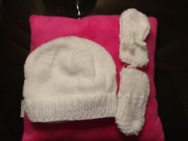 Baby pull on hat and mitts