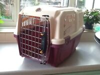 CAT/SMALL ANIMAL CARRYING BOX WITH WIRE DOOR