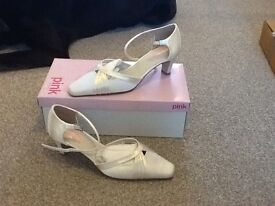 Ivory satin bridal/wedding shoes size 6 £10 ono