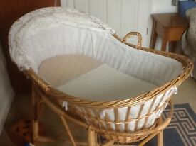 Wicker crib and stand
