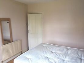 COSY SINGLE ROOM TO RENT NEAR PLAISTOW UNDERGROUND - AVAILABLE FROM NOW - CALL ME