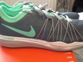 NIKE TRAINERS SIZE UK 7 BRAND NEW UNUSED IN BOX