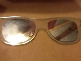 Sun glasses shaped mirror