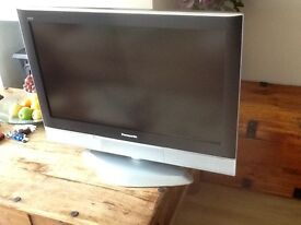 Panasonic 32 inch flat screen tv with remote and manual great condition