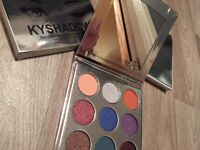 Kylie Jenner Eyeshadow Palette - 'THE HOLIDAY PALETTE'