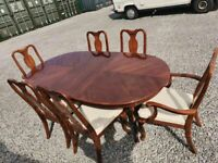 CAN DELIVER - DINING TABLE AND 6 CHAIRS IN VERY GOOD CONDITION