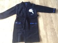 A BOYS DAIRY OF A WIMPY KID DRESSING GOWN BLACK AGE 10-11 YRS - GOOD CONDITION.