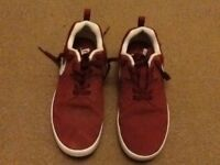 PAIR BURGUNDY NIKE CASUAL TRAINERS SIZE 5 : GOOD CONDITION