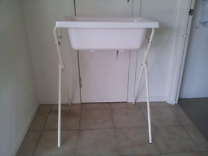 Baby bath and stand Eatons Hill Pine Rivers Area Preview