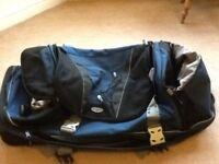 Large samsonite wheeled flight/holiday bag,2 large compartments/2smaller side pockets 2 wheels vgc