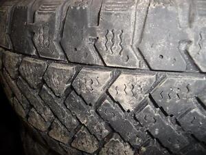 4 pneus d'hiver 195/65/15 Snowtrakker Radial, 50% d'usure, mesure 6/32