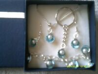 New 4pc pearl in shell jewellery set in gift box