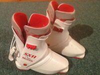 Kids ski boots approx size 1-2