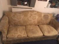 Sofa to reupholster (Great wooden frame)