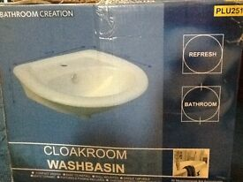 WHITE CLOAKROOM WASHBASIN/SINK (WALL MOUNTED)