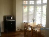 Studio flat in Woodlands Road, Harrow, HA1
