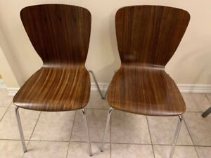 Two dining chairs great condtik