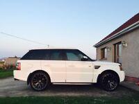 2005 White Range Rover Sport